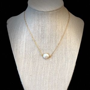 Single Round Pearl Pendant Gold Necklace